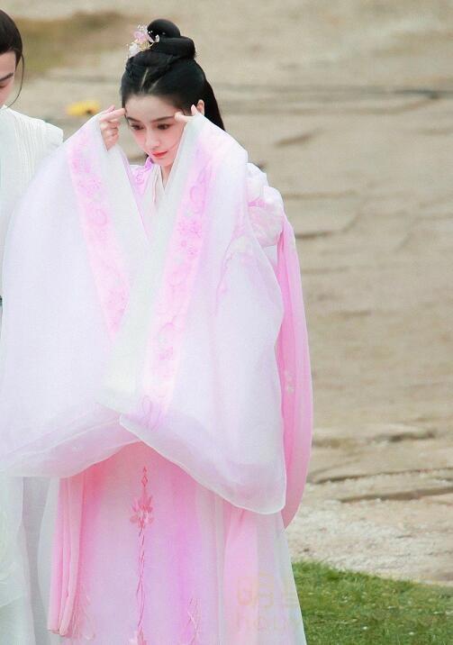 马天宇新剧《尘缘》开机 女主搭档Angelababy